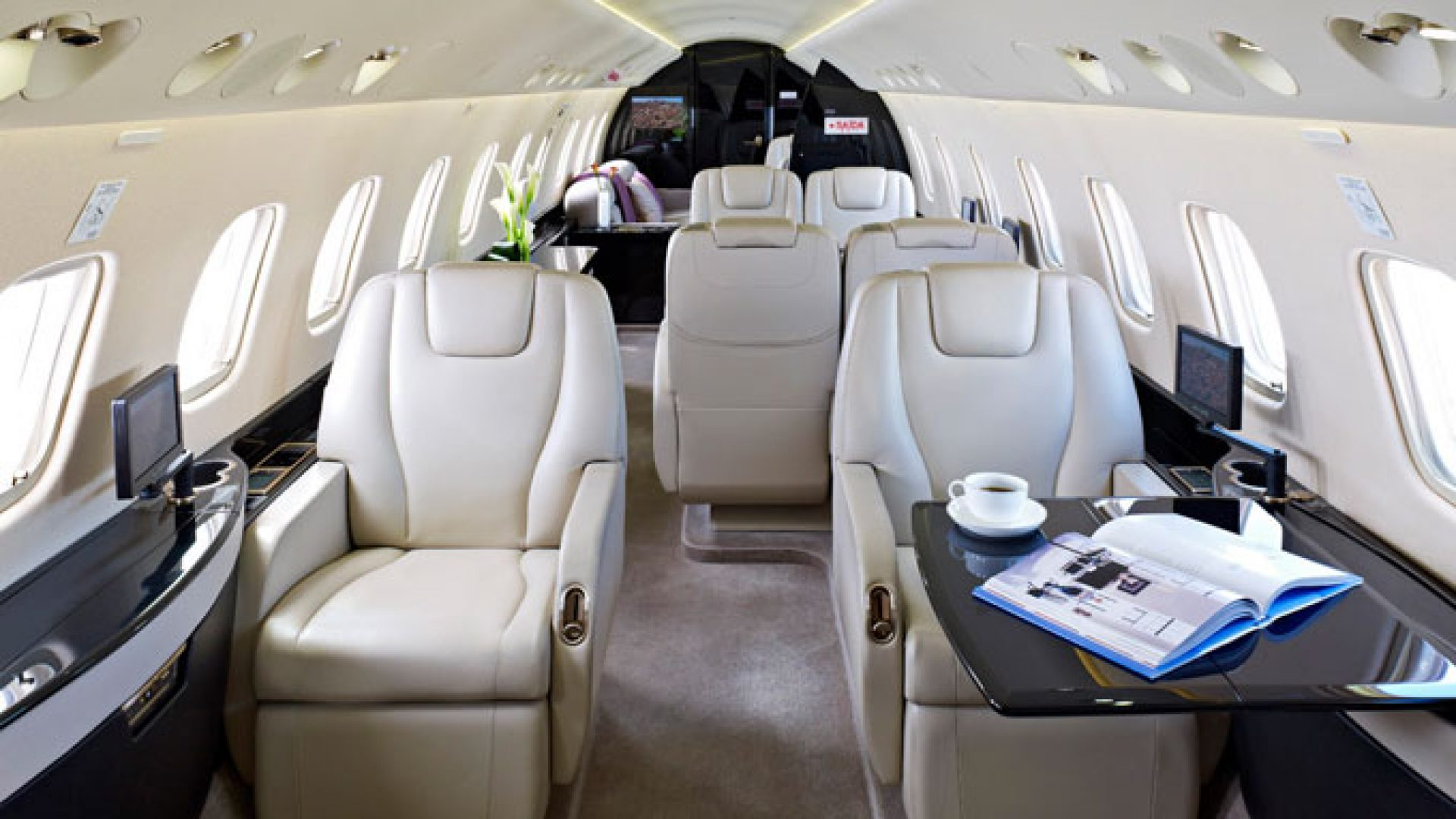 Legacy 650 diesen jet mieten 49 228 91565489 call a jet for Large cabin business jets
